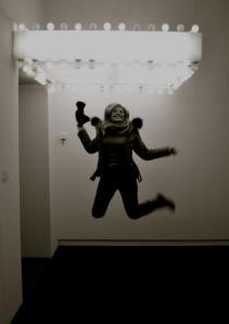 Jump nella mostra in un click, for joy